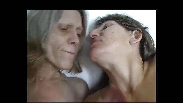 Fürsorgliche Mama gefangen Tochter mit deutschsprachige sexfilme in hd Dusche